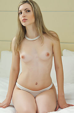 Enjoy Maggie Her Pefect Body And Shaved Pussy