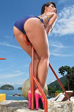 Swet Ria Rodriguez Drops Bikini