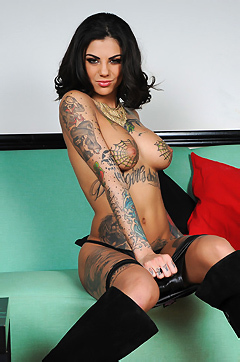 Bonnie Rotten Gets Naked