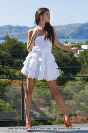 Beauty Hot Girl Caprice Takes Her White Dress Off 01