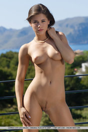 Beauty Hot Girl Caprice Takes Her White Dress Off 06