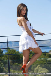 Beauty Hot Girl Caprice Takes Her White Dress Off 10